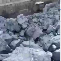 出售几内亚铁矿石,赤铁矿,块矿粉矿,55%-58%品位,规格0-8,8-25